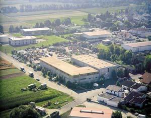 Lagerhalle und Bürokomplex zum mietenund kaufen
